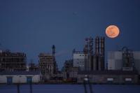 水江に月昇る