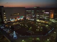 駅前広場の夕暮