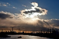 彩雲と工場地帯