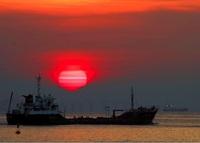 朝陽昇る川崎沖
