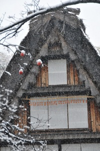 初雪の古民家