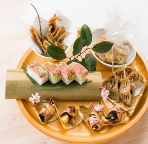 桜えび沖上がり鍋と彩り春皿鉢コース