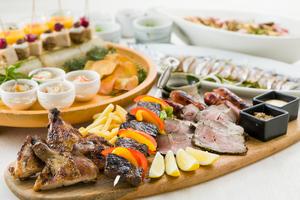 ◆秋プラン◆名物!熟成香味干し 骨付き肉の炭焼きプレートときのこの和風ペペロンチーノ宴席プラン【120分飲み放題付き】