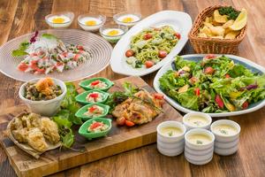 【夏の女子会】地魚のカルパッチョとヤリイカとドライトマトの大葉ジェノベーゼの美食コース