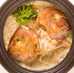 土鍋で炊いた「鯛めし」