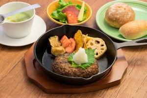 和野菜と大葉の和風おろしハンバーグ
