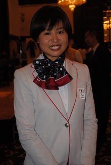 秦 由加子さん
