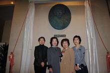 高校同窓会、辻副会長・山田前会長・ 伊与久会長・吉原副会長(左から)