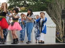 世代を超えて和洋小唄を踊る1