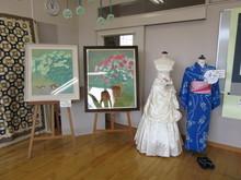 9回生の絵画(日本画)とFT62回生作品(ウエディングドレスと浴衣)