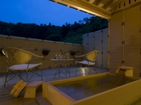 露天風付客室で温泉を満喫