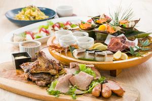 【飲み放題付き】骨付き鶏の香味干し炭火焼きと秋の草薙皿鉢プラン