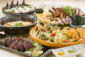 【飲み放題付き】初カツオの藁焼きと桑高農園野菜春野菜の天ぷら皿鉢プラン