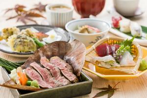 特選国産牛の炭火焼きと「松茸の釜飯」草薙会席