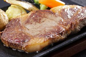 真空低温熟成肉グリルランチ