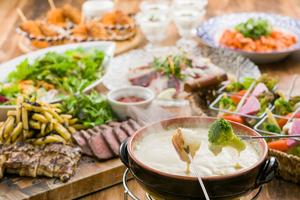 ◆ソーシャルディスタンス対応◆特製チーズフォンデュと低温熟成ローストビーフのプラン【120分飲み放題付き】