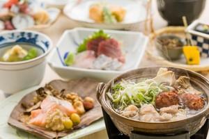 ◆秋プラン◆ 秋鮭と茸の朴葉焼きと秋香る鶏の茸鍋会席